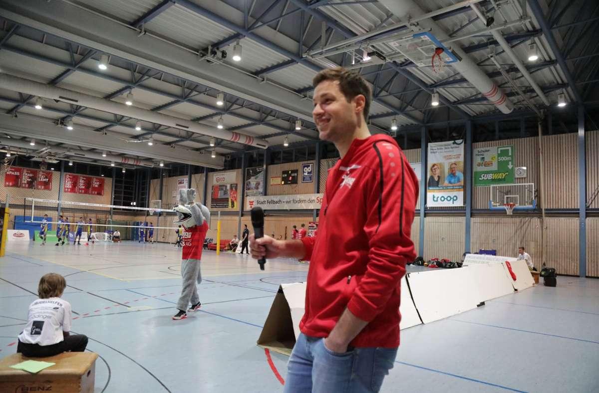 Jonas Hanenberg sagt künftig  als  neuer Trainer der Fellbacher Drittliga-Volleyballer  an, was auf dem Spielfeld zu tun ist Foto: Archiv Patricia Sigerist