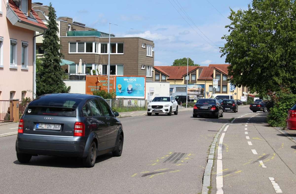 Am 21. Juli hat sich auf der Tübinger Straße  ein schwerer Unfall ereignet. Acht Autos wurden geschrottet. Die Spuren sind noch zu sehen. Foto: /Caroline Holowiecki