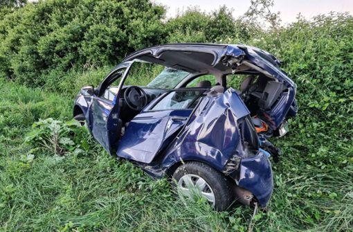 Frau in Auto eingeklemmt und lebensgefährlich verletzt