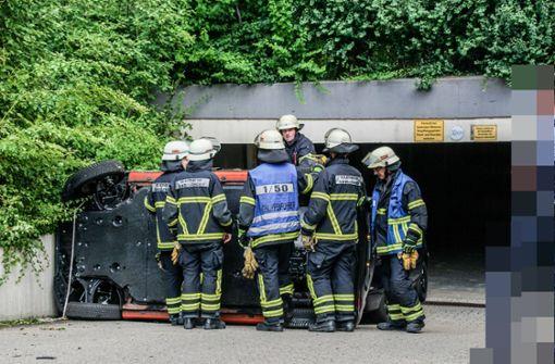 Kontrolle über Smart verloren – Feuerwehr befreit Beifahrer