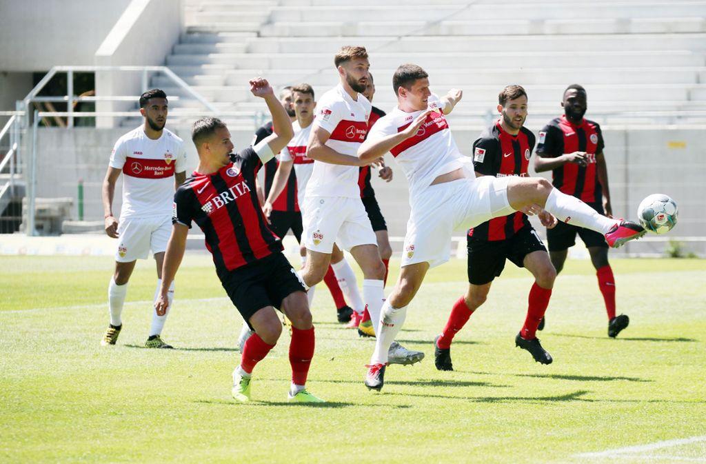 Mario Gomez und Co. haben beim SV Wehen Wiesbaden 1:2 verloren. Unsere Redaktion hat die Leistungen der Profis des VfB Stuttgart wie folgt bewertet. Foto: Pressefoto Baumann