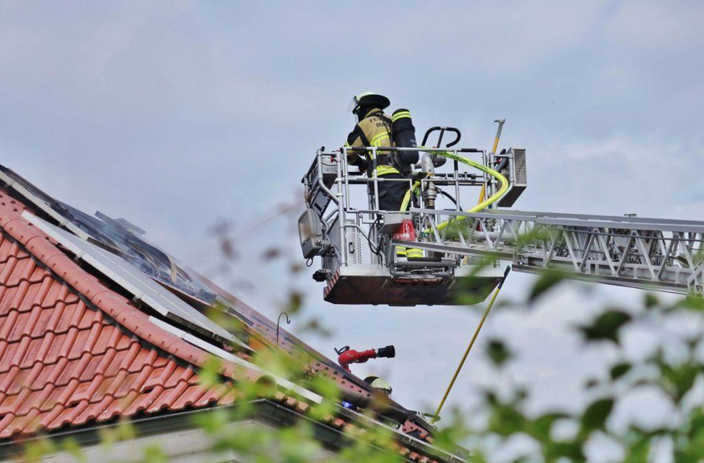 Bei einem Brand in Affalterbach ist ein Dachstuhl komplett ausgebrannt. Foto: 7aktuell.de/Kevin Lermer