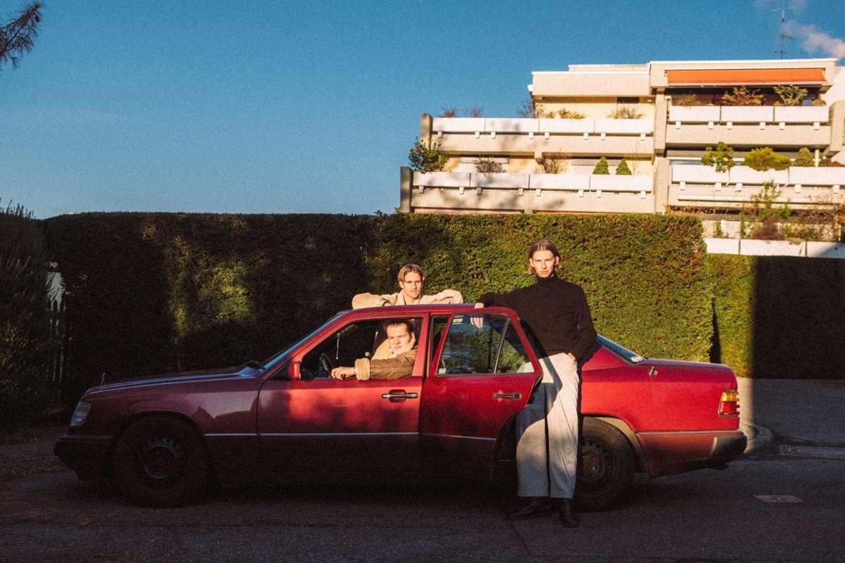 Joscha Becker (Gesang, Keys), Michael Schoett (Drums) und Finn Gronemeyer (Bass, Keys) veröffentlichen ihre EP Fall Back.  Foto: Mario Simic