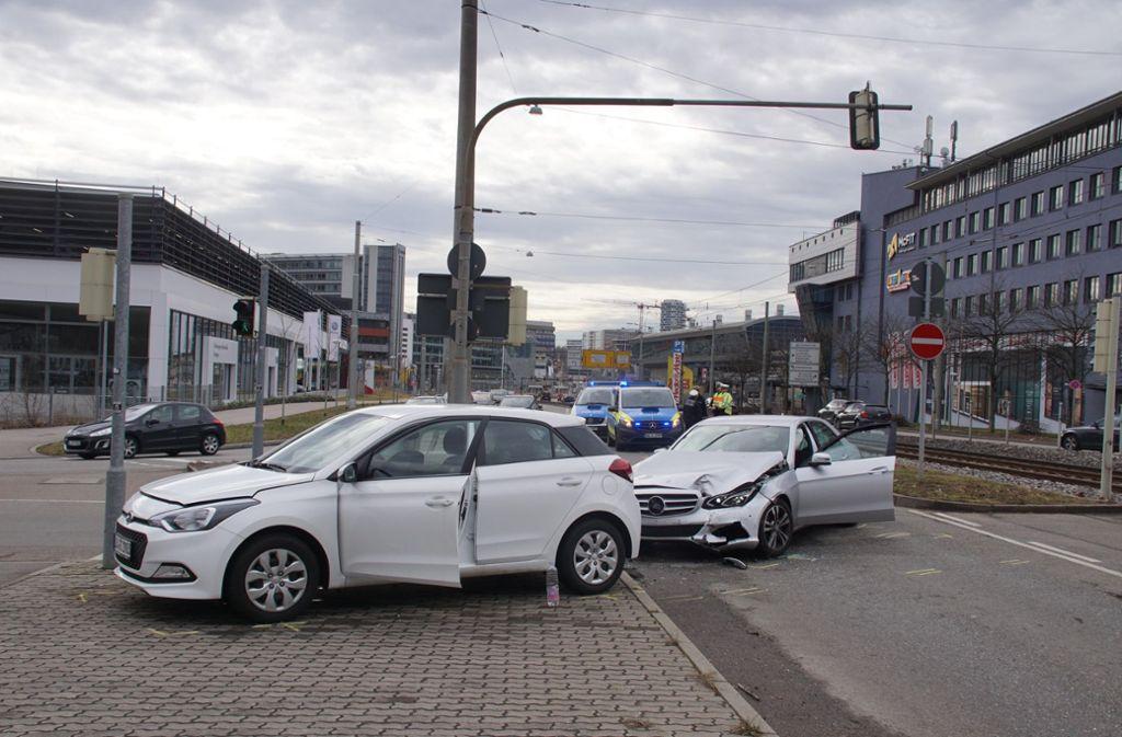 Bei dem Unfall an der Ludwigsburger Straße wurde ein Kind leicht verletzt. Foto: Andreas Rosar