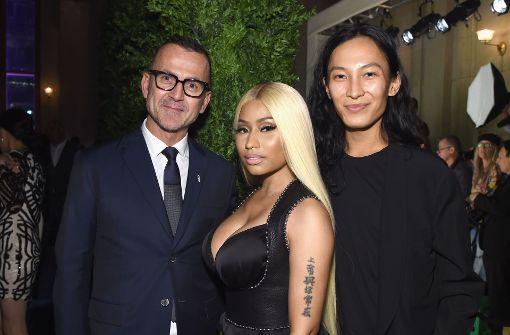 Nicki Minaj glänzt in Lack und Satin