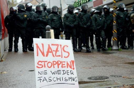 Neonazis marschieren trotz Widerstandes
