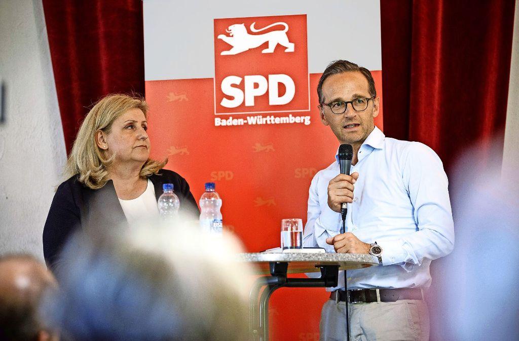 Sybille Mack auf dem Podium mit Heiko Maas Foto: Jan Potente