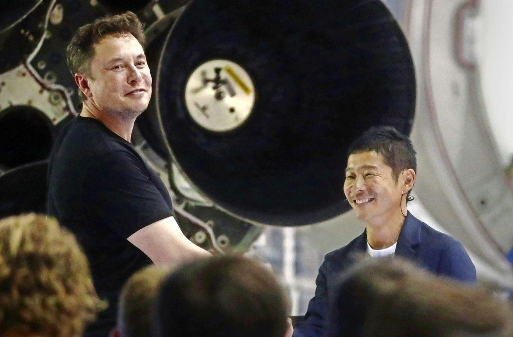 Elon Musk (links) freut sich über seinen ersten Passagier  Yusaku Maezawa. Foto: Getty