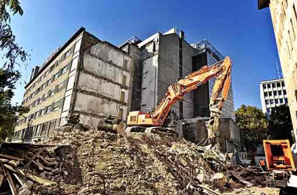 In der Holzstraße ist bereits mit den Abbrucharbeiten begonnen worden. Foto: Honzera