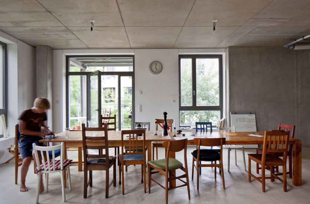 Lichtdurchflutet, großzügig, gemütlich: ein Esszimmer in einer  Clusterwohnung  der Genossenschaft Spreefeld in Berlin Foto: U. Zscharnt