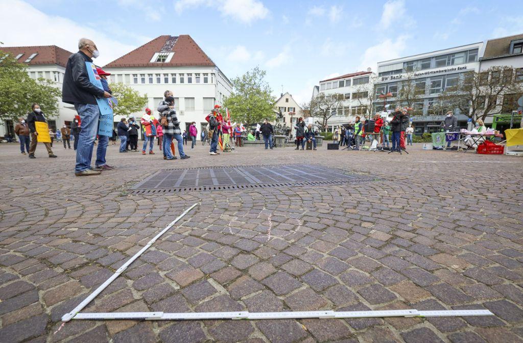 Immer schön Abstand halten: die neue Regel für Demonstrationen Foto: factum/Simon Granville