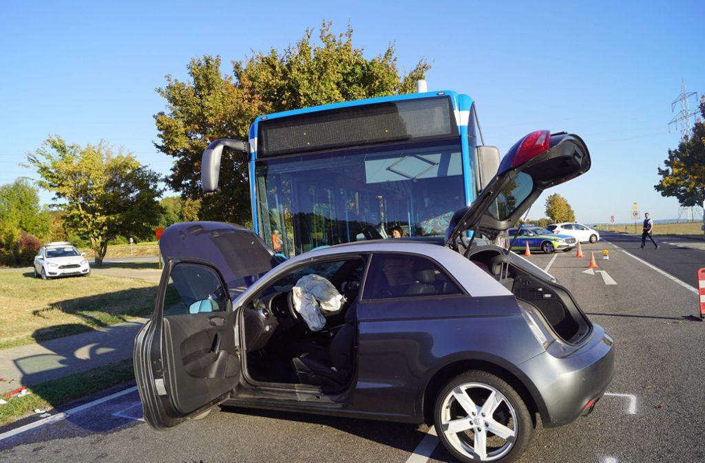 Die 20-jährige Fahrerin wird leicht, ihr 19-jähriger Beifahrer bei dem Unfall schwer verletzt. Foto: 7aktuell.de/F. Hessenauer