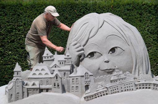 Schönste Sand-Skulptur zeigt Märchenbuch in 3D