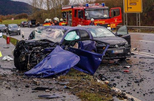 Frau stirbt nach Crash auf Bundesstraße