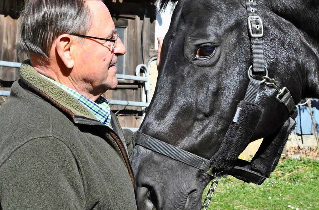 Manfred Hölzel und sein Wallach Don Bosco verstehen sich blind. Foto: