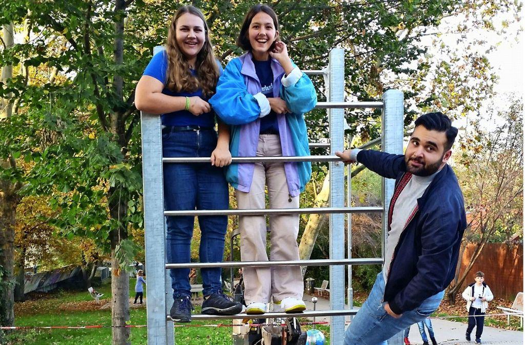 Die Jugendräte Jana Zühlke, Paulina Thesen  und Firat Yurdakul (von links) haben sich für das neue Gerät eingesetzt. Foto: Nina Ayerle