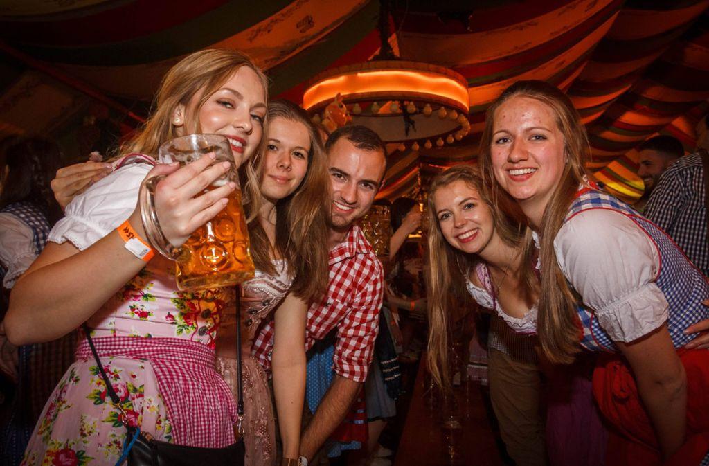 Studenten feiern auf der Onetaste Studentennacht. Foto: 7aktuell.de