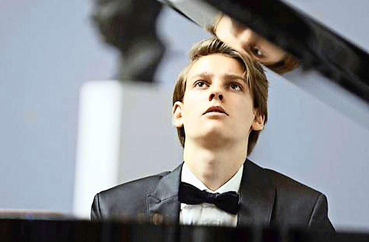 Zu seinem dritten Geburtstag hat Maximilian Schairer ein Klavier bekommen. Das Instrument gefällt ihm immer noch. Foto: Veranstalter