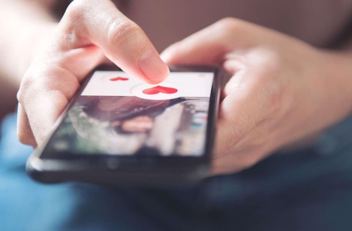 Die Betrüger nehmen über Online-Portale den Kontakt zu ihren Opfern auf (Symbolfoto). Foto: oatawa - stock.adobe.com