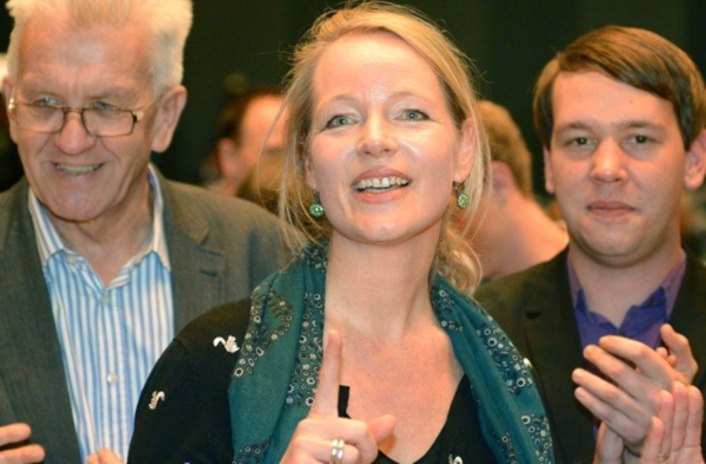 Winfried Kretschmann, Thekla Walker und Oliver Hildenbrand (von links) treffen sich mit den Delegierten auf dem Landesparteitag der Grünen in Tuttlingen. Foto: dpa