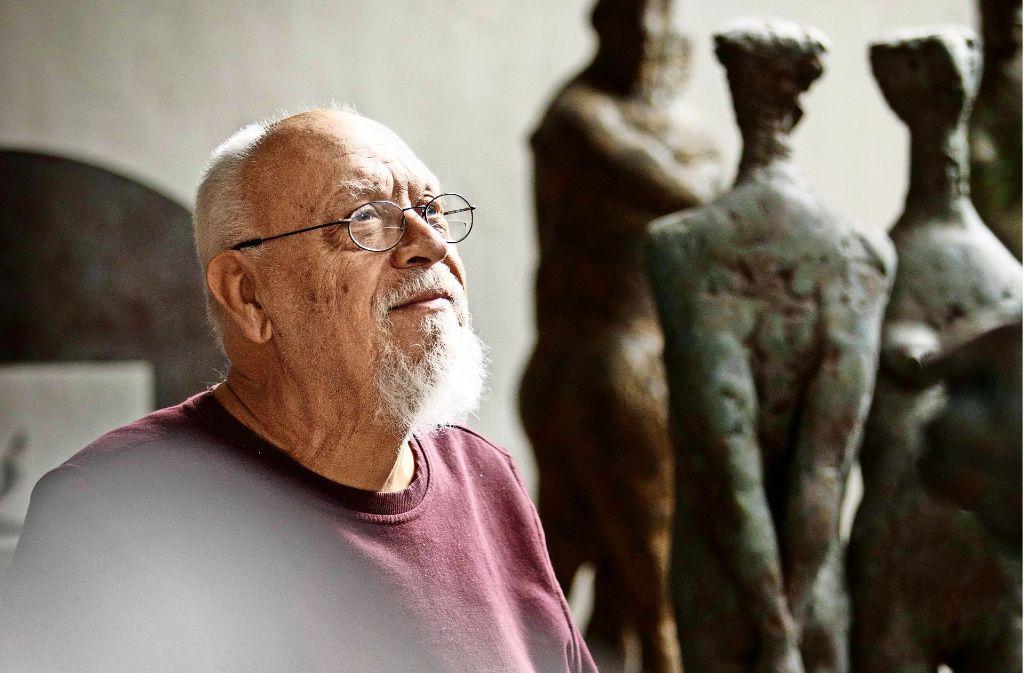 Anhand von  Johann Jakob Thills Werken hat sich der Bildhauer Karl Ulrich Nuss ein Bild von dem Dichter gemacht und das  Relief zu dessen  Gedenken gestaltet. Foto: Gottfried Stoppel
