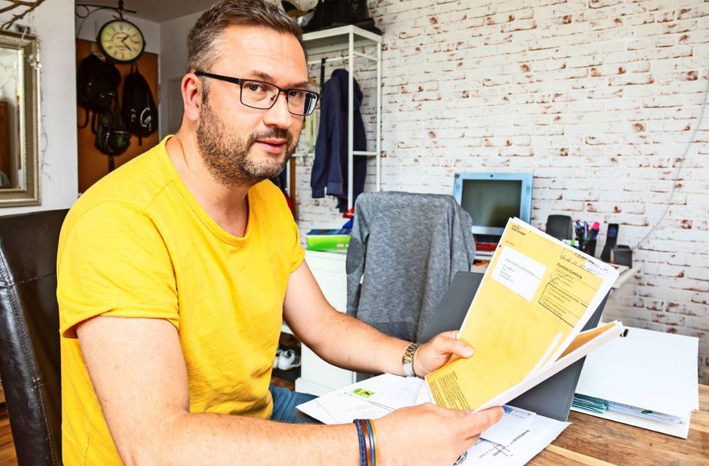 Der Mieter Aktan Tetik kann Anwaltsschreiben vorlegen, die Vonovia nie bekommen haben will. Foto: