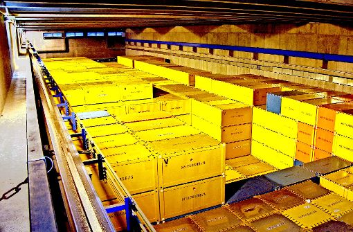 Die Atommüll-Lagerhalle auf dem Campus Nord in Karlsruhe: Die Fässer mit schwach- und mittelradioaktiven Abfällen sind in  größeren Containern untergebracht. Foto: Stefan Jehle