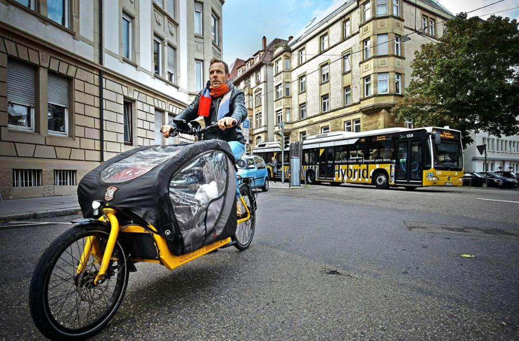 Carsten Hendricks möchte sein E-Lastenrad nicht mehr missen. Foto: Lichtgut/Leif Piechowski