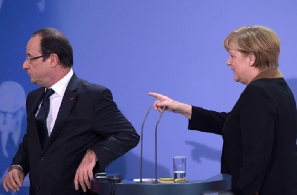 Merkel weist den Weg, doch wird Hollande ihr folgen? Foto: AP