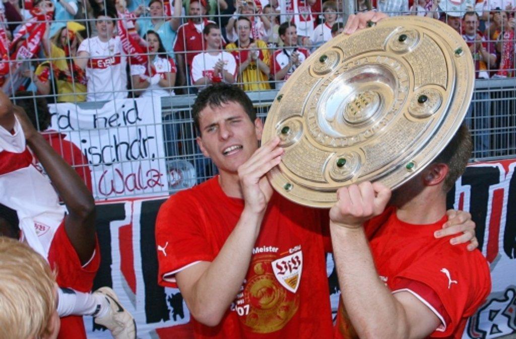 Mario Gomez wird an diesem Freitag 30 Jahre alt. Wir gratulieren mit einer Fotostrecke aus seiner bisherigen Karriere.Hier der erste große Meilenstein: Der Gewinn des Deutschen Meistertitels mit dem VfB Stuttgart im Jahr 2007.  Foto: dpa
