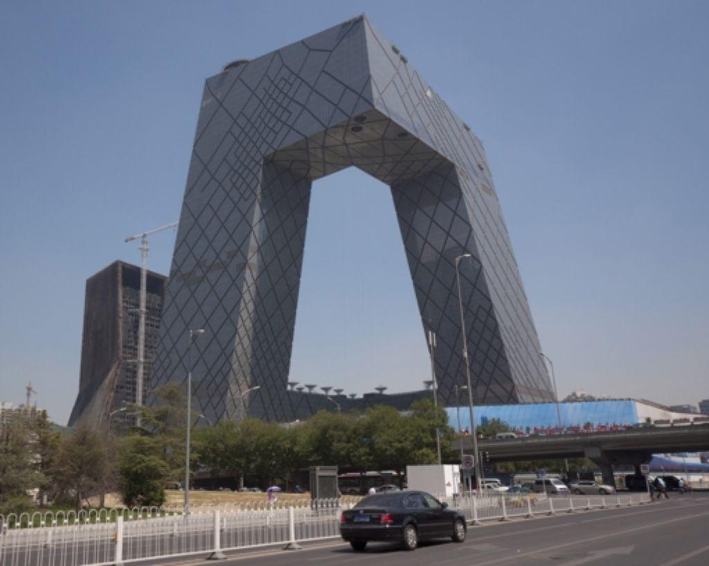 Die Architektur ist vorbildlich, der Umgang mit den Medien nicht: der Sitz des chinesischen Staatsfernsehen CCTV. Foto: EPA