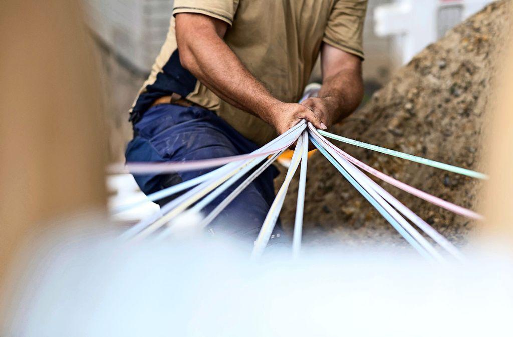 Am  Glasfaserkabelausbau in der Region Stuttgart entzündet sich Kritik. Foto: dpa