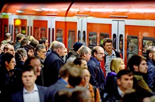 Bahn sperrt Bahnhof in Cannstatt