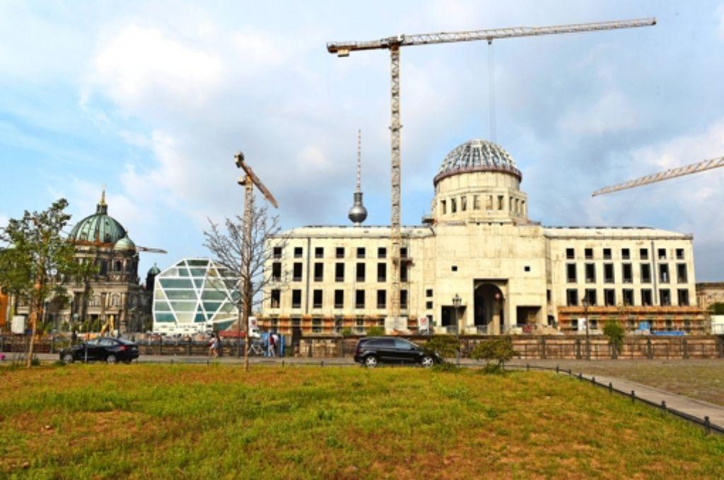 Rings um den Schlossneubau gibt es viel Platz – die Diskussion über die künftige Gestaltung verläuft bis  jetzt  jedoch ergebnislos. Foto: dpa