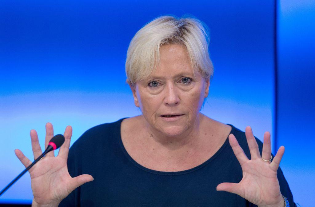 Susanne Eisenmann wehrt Vorschläge ab, das neunjährige Gymnasium auszuweiten. Foto: dpa
