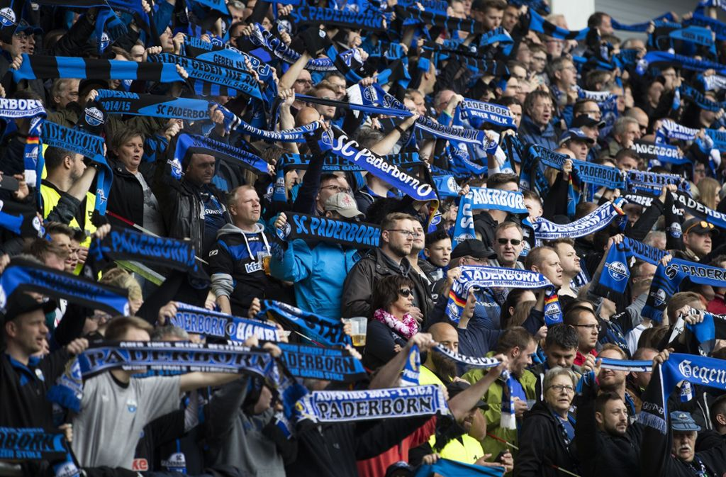 Die Fans des SC Paderborn protestieren (Symbolbild). Foto: Bongarts/Getty Images