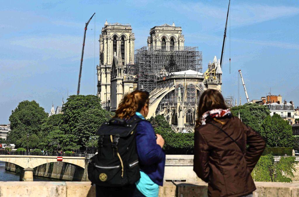 Noch ist nicht entschieden, welche Form der abgebrannte Turm bekommt. Foto: AFP