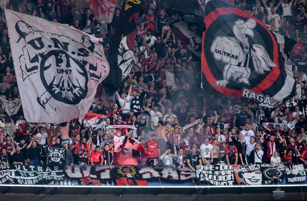 Die Fans von Eintracht Frankfurt werden von zwei Euro-League-Spielen ausgeschlossen. Foto: dpa/Matthias Balk