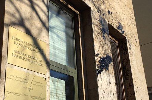 Türkisches Generalkonsulat mit Farbbeuteln beworfen