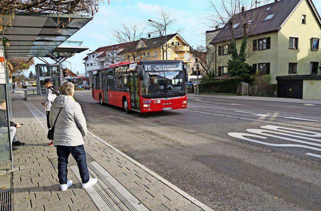 Manche Haltestellen sind bisher noch provisorisch, und vor allem die neue Buslinie 815 zwischen Filderstadt und Waldenbuch wird diskutiert. Foto: Malte Klein