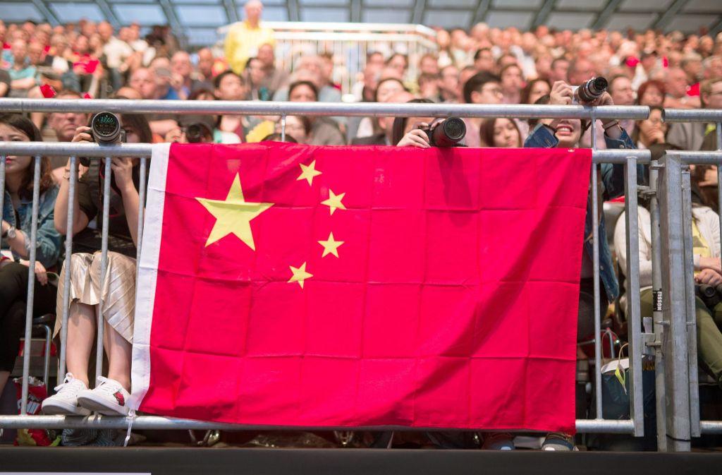 Chinesische Fans: Bald ein gewohntes Bild in der Regionalliga Südwest? Foto: dpa