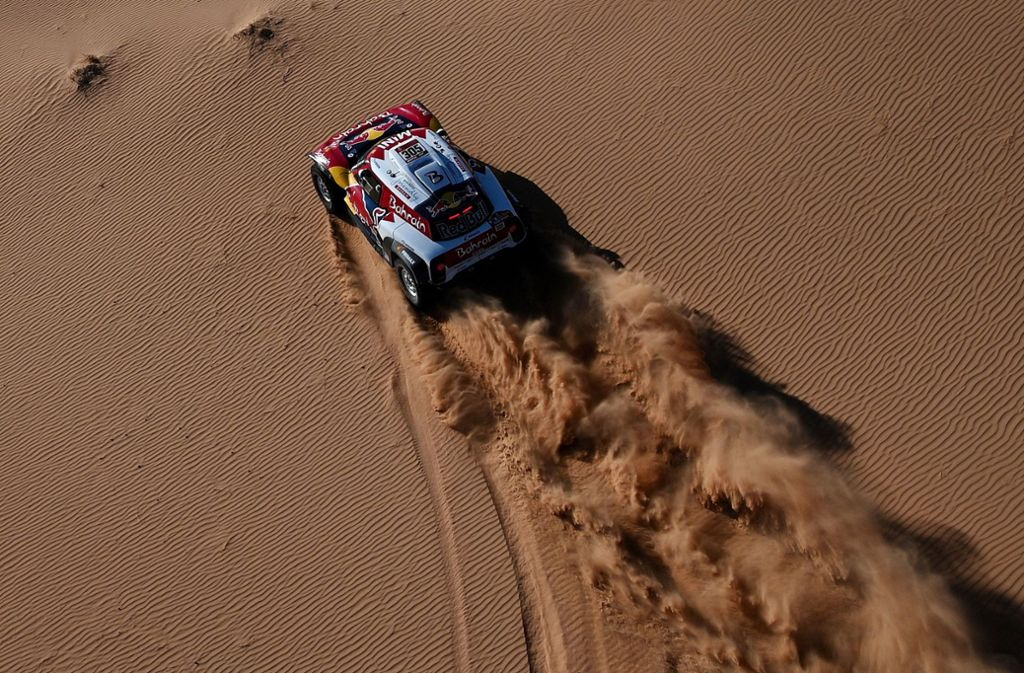 Allein auf weiter Flur: Carlos Sainz verteidigte im Mini auch auf der achten Etappe der Rallye Dakar am Montag seine Führung. Carlos Sainz gilt in der Rallye als wahre   Legende. Foto: AFP/Franck Fife