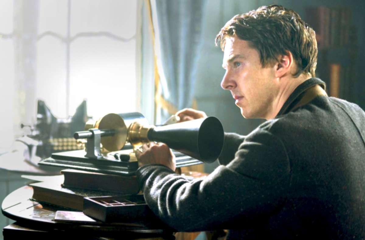 Ein schwieriger Charakter: Der US-Erfinder Thomas Alva Edison (Benedict Cumberbatch) mit seinem Phonographen. Foto: Leonine/Dean Rogers
