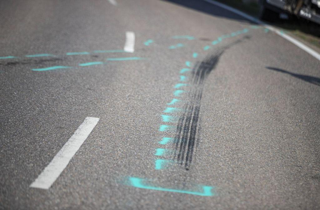 Am Wochenende waren wieder viele Motorradfahrer unterwegs. Dabei kam es zu einigen Unfällen. (Symbolbild) Foto: imago images/vmd-images