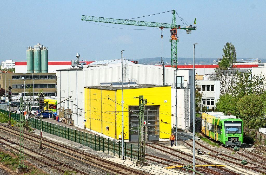Eigentlich darf die Strohgäubahn ihre Erstfahrten nicht vom Korntaler Betriebshof aus starten – gemacht wurde es trotzdem. Foto: factum/Bach