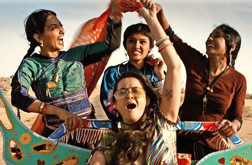 """Träumen von der großen weiblichen Freiheit: Radhika Apte,  Sayani Gupta,  Tannishta Chatterjee und  Surveen Chawla (v. li. im Uhrzeigersinn)   in """"Zeit der Frauen"""" Foto: Festival"""