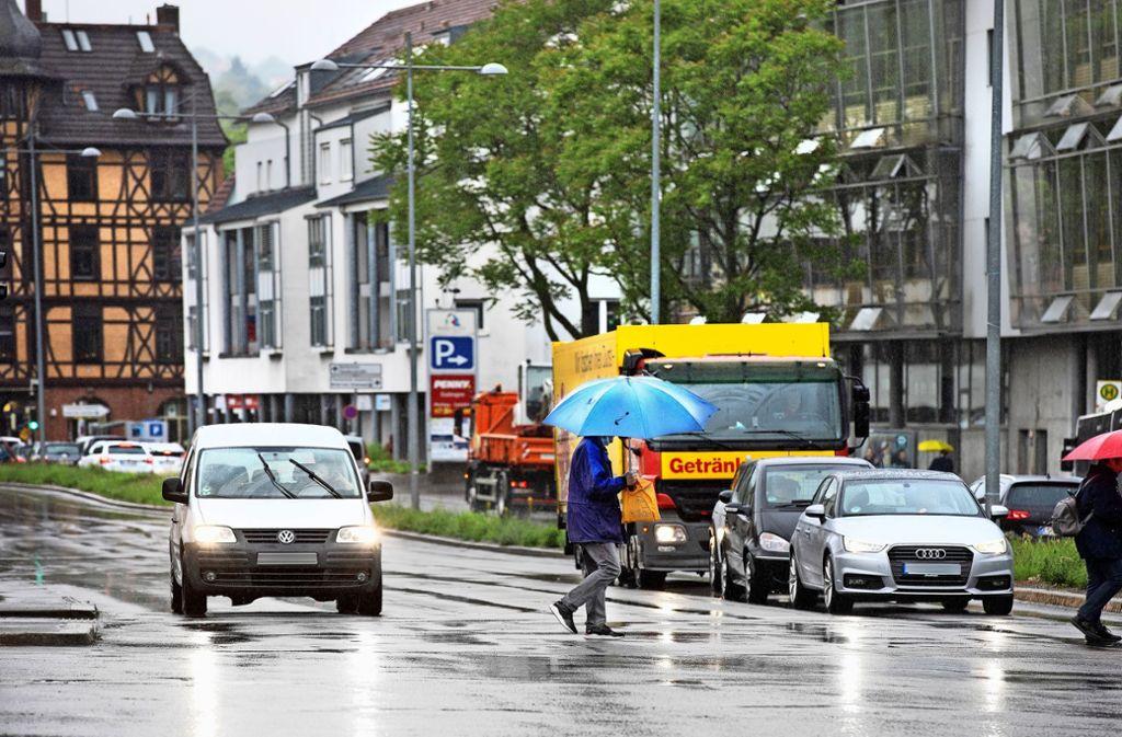 Um die Lärm-Grenzwerte einzuhalten, soll auch in der Kiesstraße nicht mehr schneller als 30 Kilometer pro Stunde gefahren werden. Foto: Horst Rudel