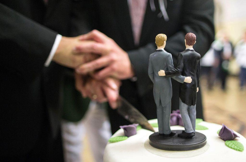 Die Ehe homosexueller Paare findet nun auch in evangelischen Kirchen Respekt. Foto: dpa