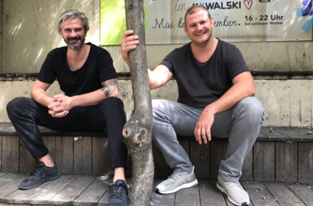 Geburtstag und gute Laune: Sasa Mijailovic (li.) und Mladen Behtan vom Kowalski feiern an diesem Wochenende das fünfjährige Bestehen ihres Clubs.  Foto: Kowalski