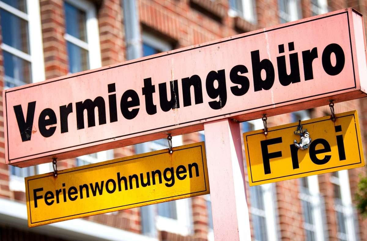 Die Preise für Ferienwohnungen und Mietwagen steigen. Foto: dpa/Sina Schuldt